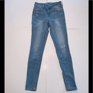 Old Navy Rockstar Mid Rise Lightwash Jeans w/ rips
